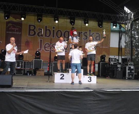 podium men