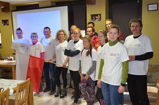 uczestnicy i organizatorzy biegu na Tarnice